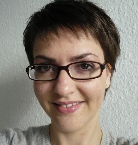 Kurze haare mit brille