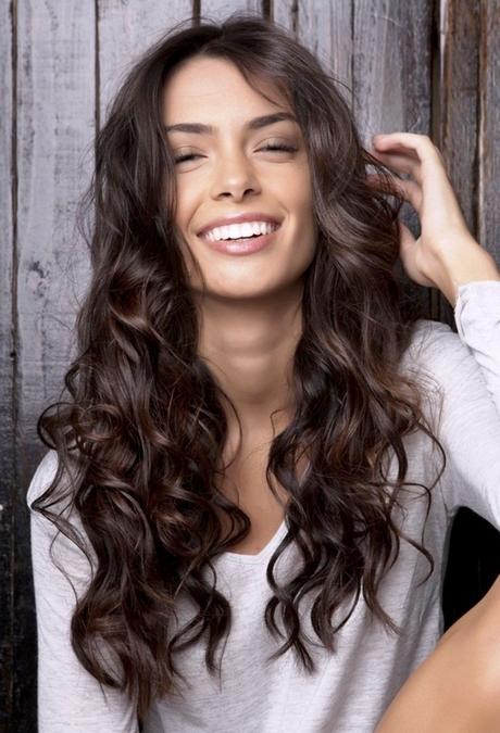 frisuren für lange lockige dicke haare